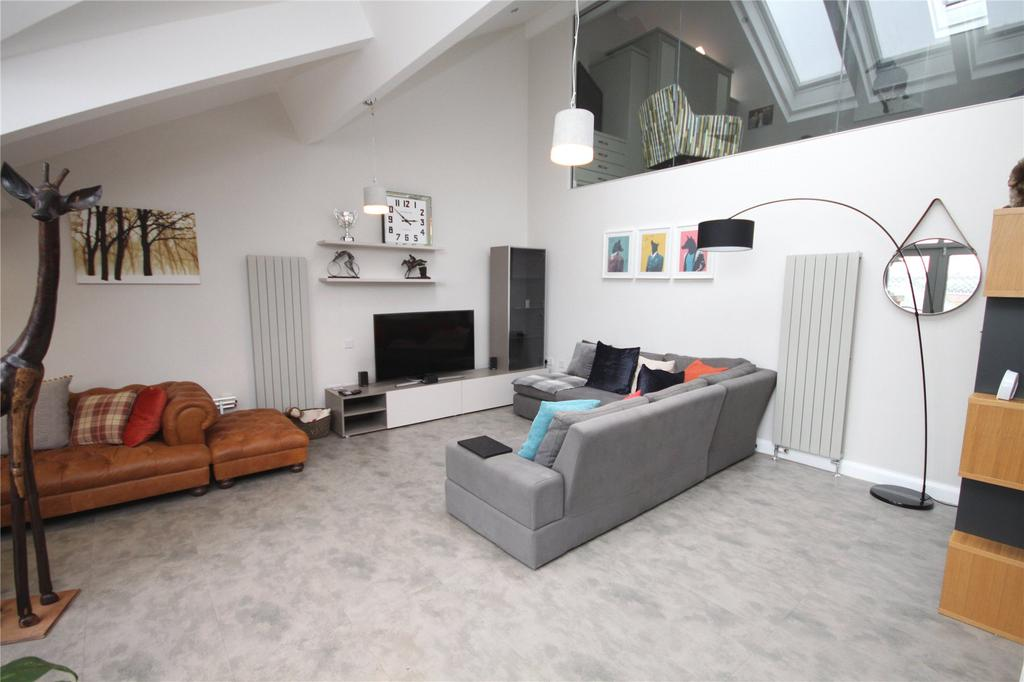 2 Bedrooms Flat for sale in Middle Warehouse, Castle Quay, Manchester, Greater Manchester, M15