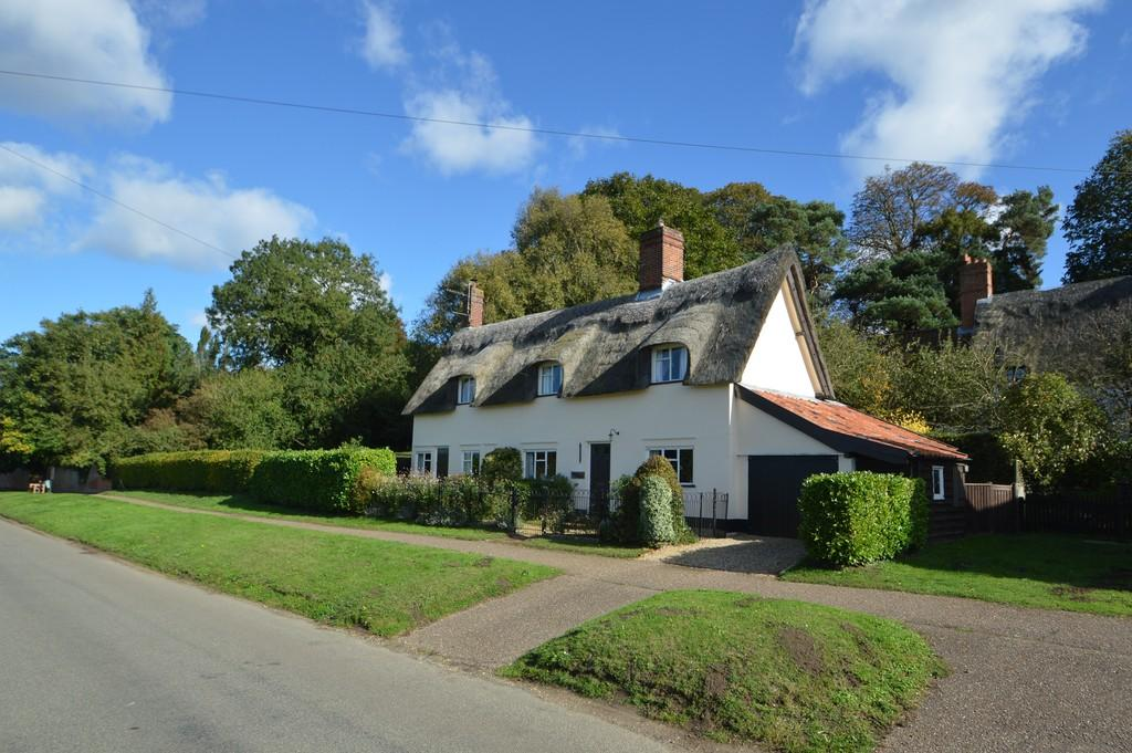 4 Bedrooms Cottage House for sale in The Street, Shotesham All Saints