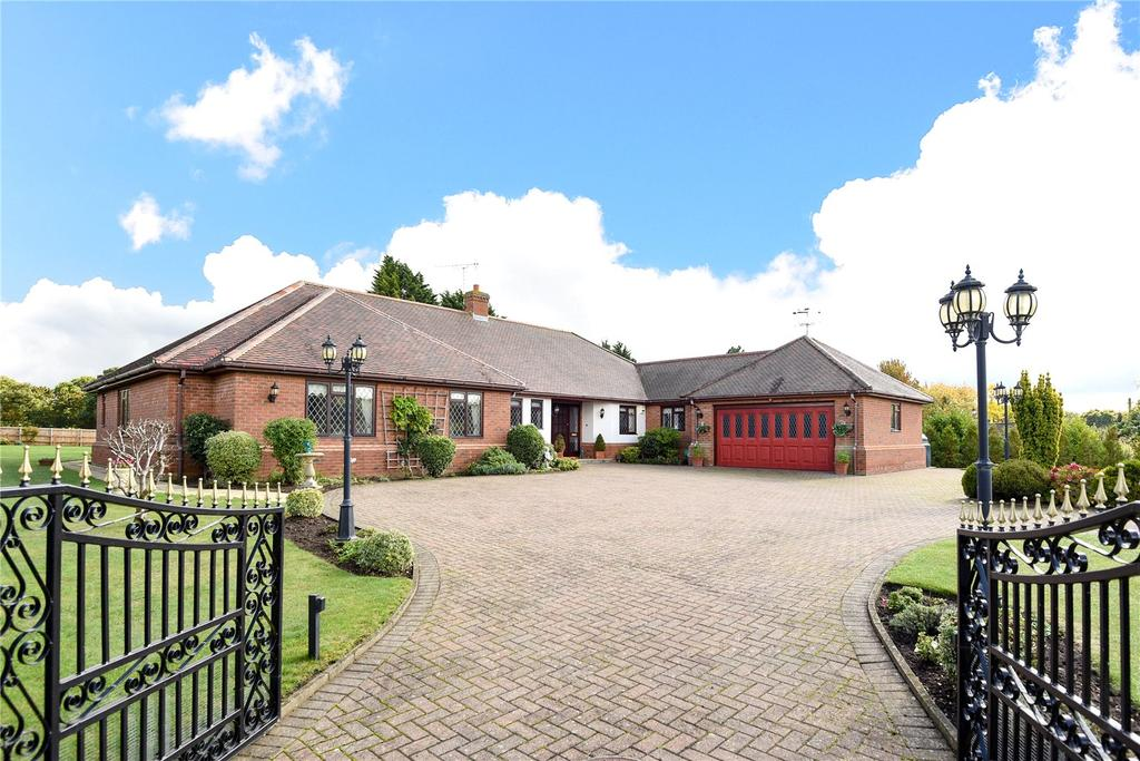 4 Bedrooms Detached Bungalow for sale in Ixworth Road, Norton, Bury St Edmunds, Suffolk, IP31