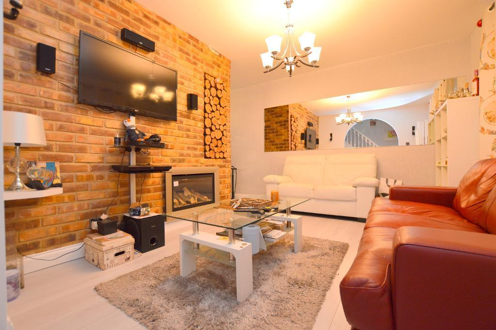 2 Bedrooms End Of Terrace House for sale in Aldenham Close, Luton, LU4 0RT