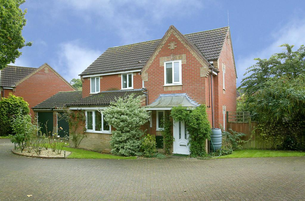 4 Bedrooms Detached House for sale in Ash Close, Hethersett