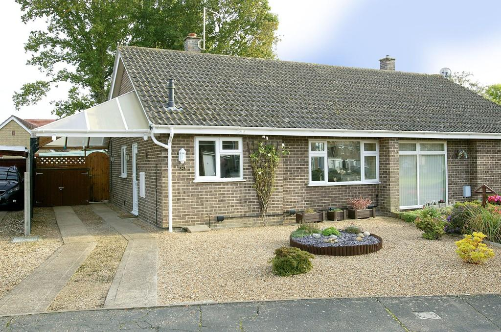 2 Bedrooms Semi Detached Bungalow for sale in Sycamore Avenue, Wymondham
