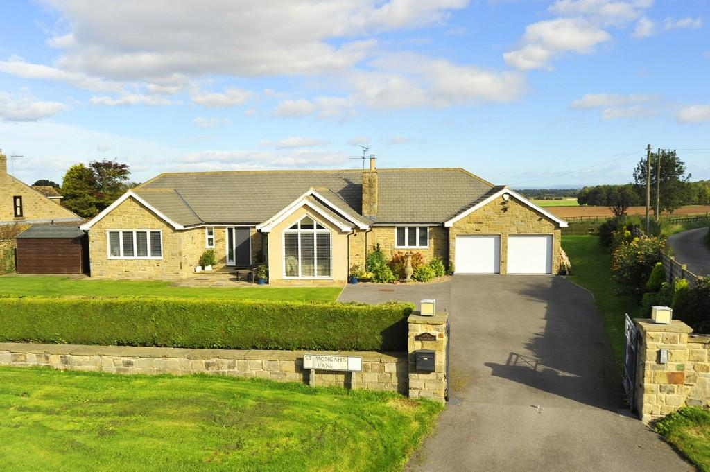 3 Bedrooms Detached Bungalow for sale in St Mongah's Lane, Copgrove