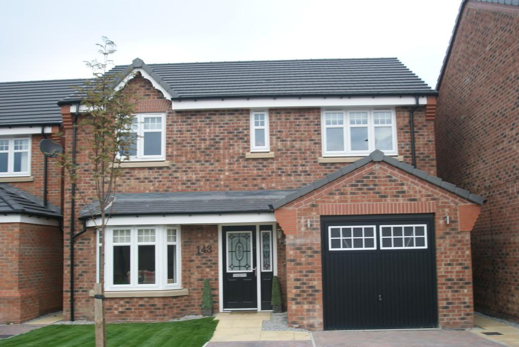 4 Bedrooms Detached House for sale in Heatherfield Crescent, Rossington