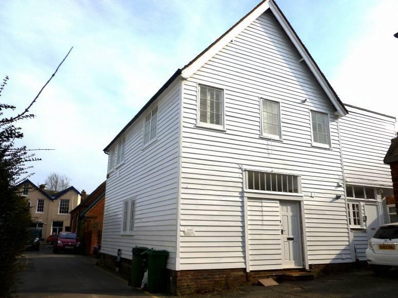 2 Bedrooms Flat for rent in The Old Mill, Northgrove Road, Hawkhurst, Kent TN18 4AP