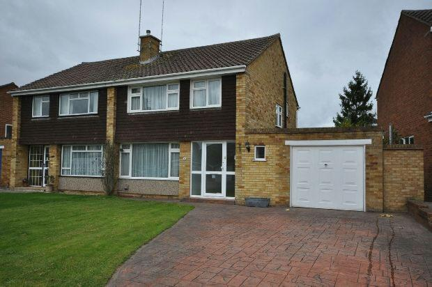 3 Bedrooms Semi Detached House for sale in Arundel Road, Woodley, Reading,