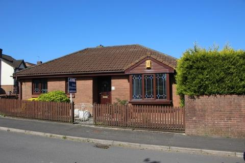 2 bedroom detached bungalow to rent - Hollybush Drive, Sketty