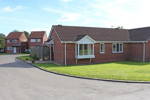 2 bedroom semi-detached bungalow for sale - Chatsworth Gardens, Leamington Spa