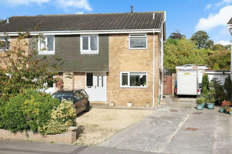 3 Bedrooms Semi Detached House for sale in Eastbourne Gardens, Trowbridge