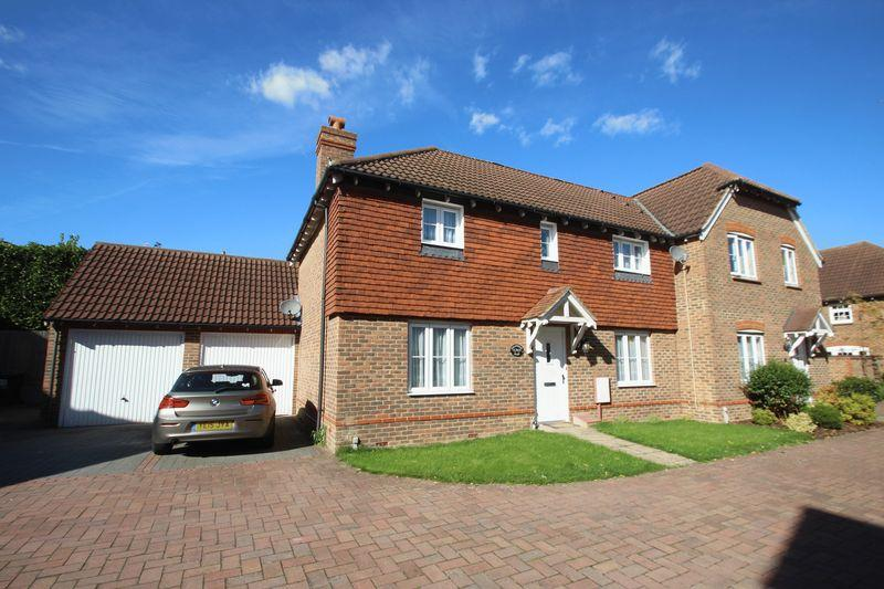 3 Bedrooms Semi Detached House for sale in Mill Stream Place