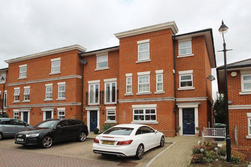 5 Bedrooms End Of Terrace House for sale in Rowan Mews, Tonbridge