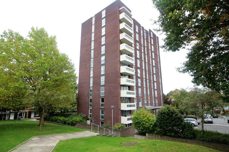 2 Bedrooms Apartment Flat for sale in Turnpike Link, East Croydon