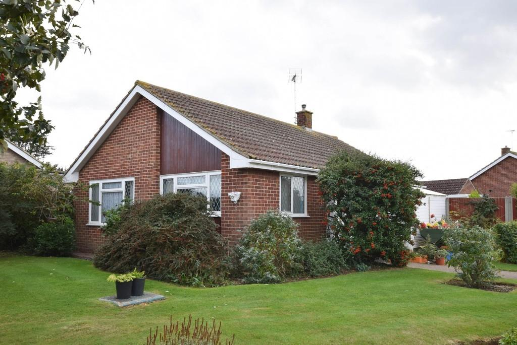 2 Bedrooms Detached Bungalow for sale in Windmill Road, Herne, Herne Bay