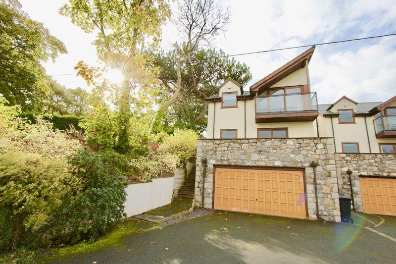 3 Bedrooms Detached House for sale in Hiraddug Road, Dyserth