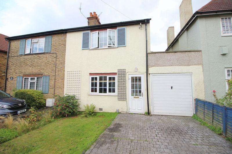 4 Bedrooms Semi Detached House for sale in Craybrooke Road, Sidcup, DA14 4HL