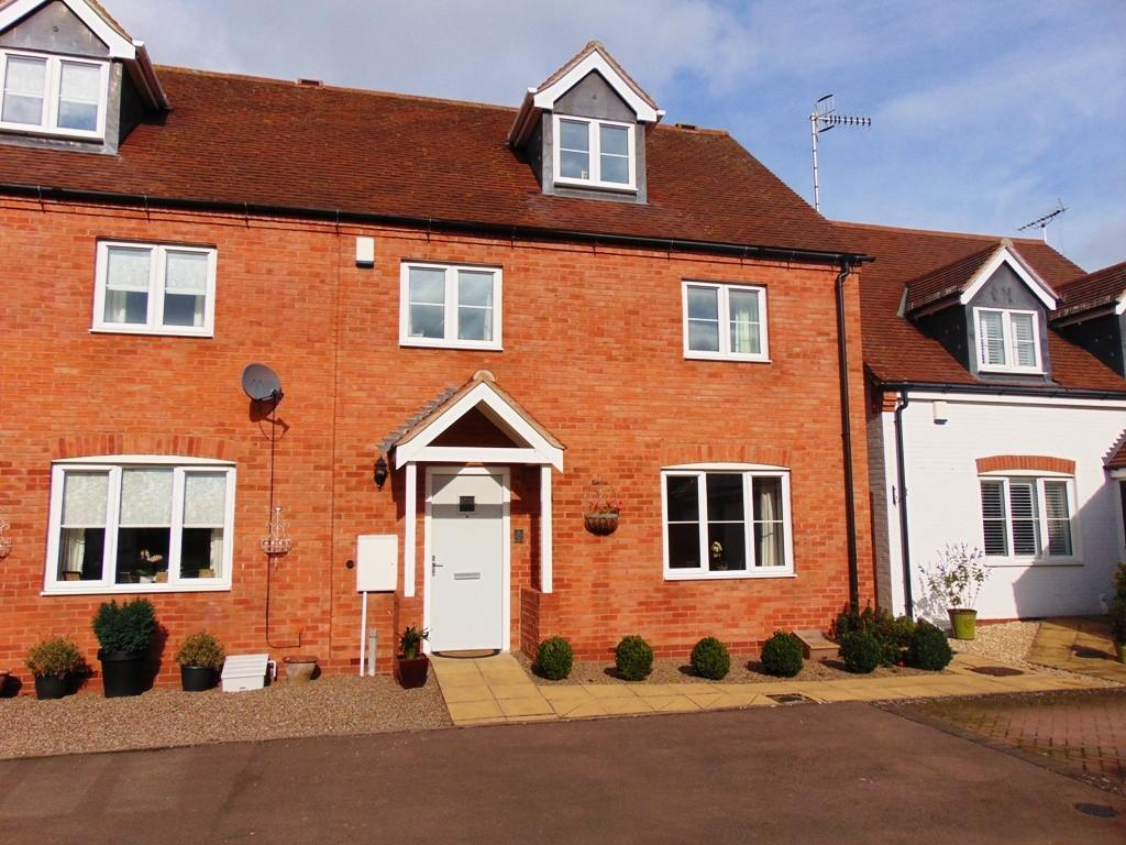 4 Bedrooms Semi Detached House for sale in Legion Court, Middle Littleton