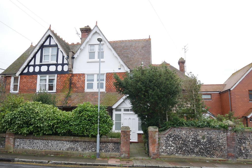 2 Bedrooms Maisonette Flat for sale in Selwyn Road, Eastbourne, BN21
