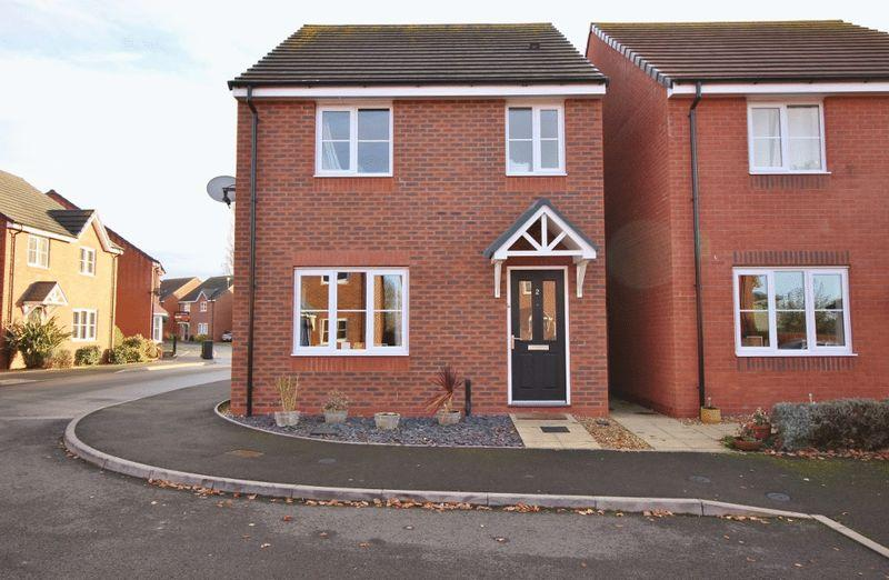 3 Bedrooms Detached House for sale in Rakegate Close, Wolverhampton