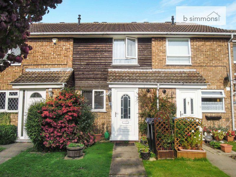 2 Bedrooms Terraced House for sale in Leas Drive, Iver