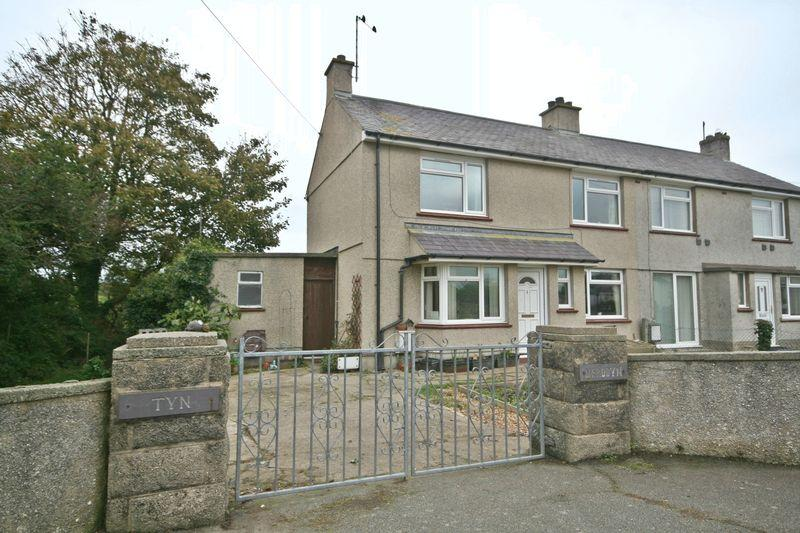 3 Bedrooms Semi Detached House for sale in Caergeiliog, Anglesey
