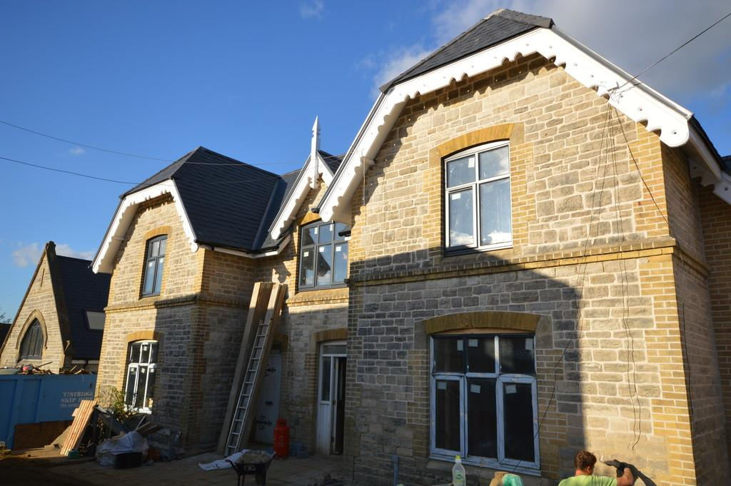 2 Bedrooms Semi Detached House for sale in Howard Road, Shanklin