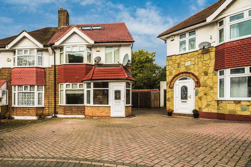 4 Bedrooms Semi Detached House for sale in Dumbreck Road, Eltham SE9