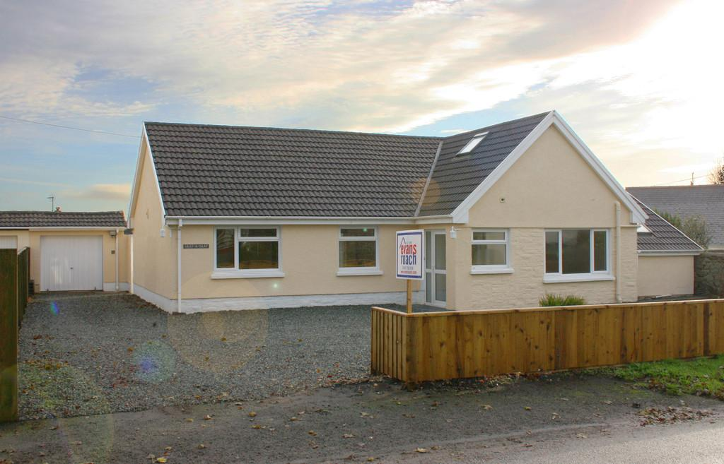 5 Bedrooms Detached House for sale in Burton, Milford Haven