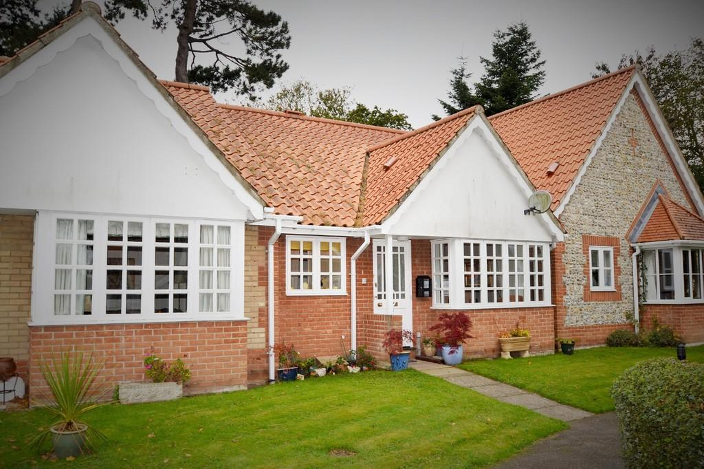 2 Bedrooms Terraced Bungalow for sale in Holt
