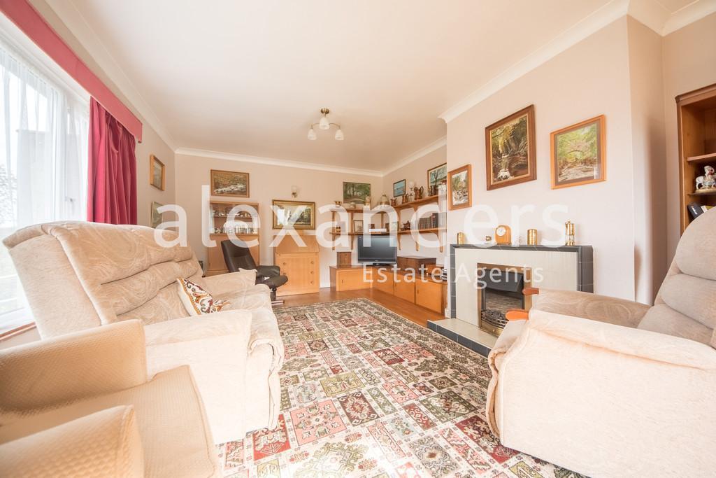 4 Bedrooms Detached House for sale in Rhydyfelin