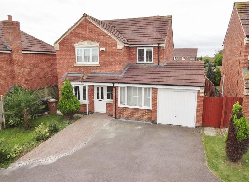 4 Bedrooms Detached House for sale in Farnborough Close, Oakley Vale,, Corby