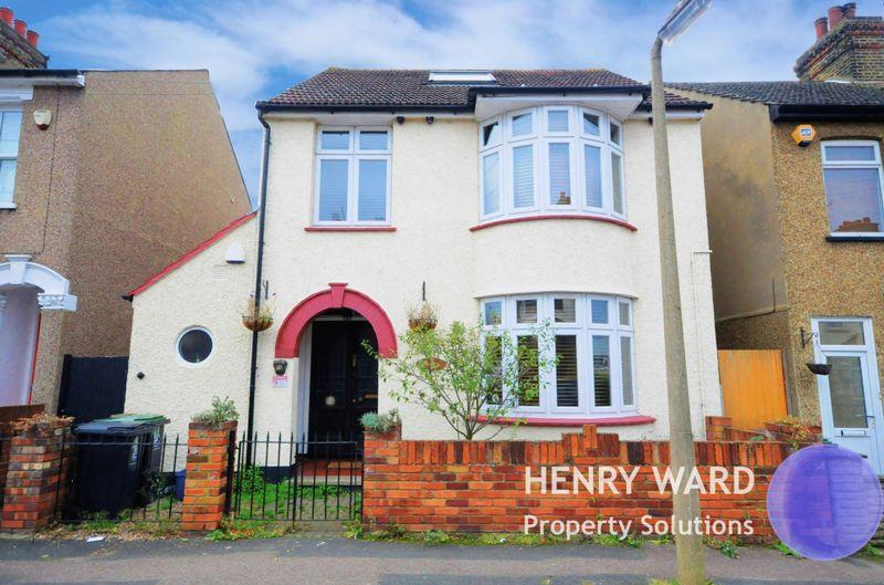 4 Bedrooms Detached House for sale in Ruskin Avenue, Waltham Abbey