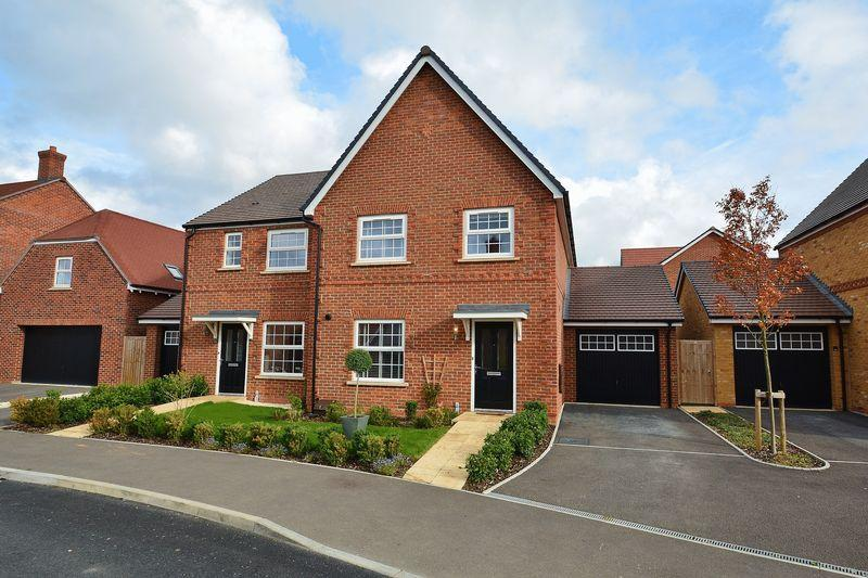 4 Bedrooms Semi Detached House for sale in Esingdon Drive, Thame