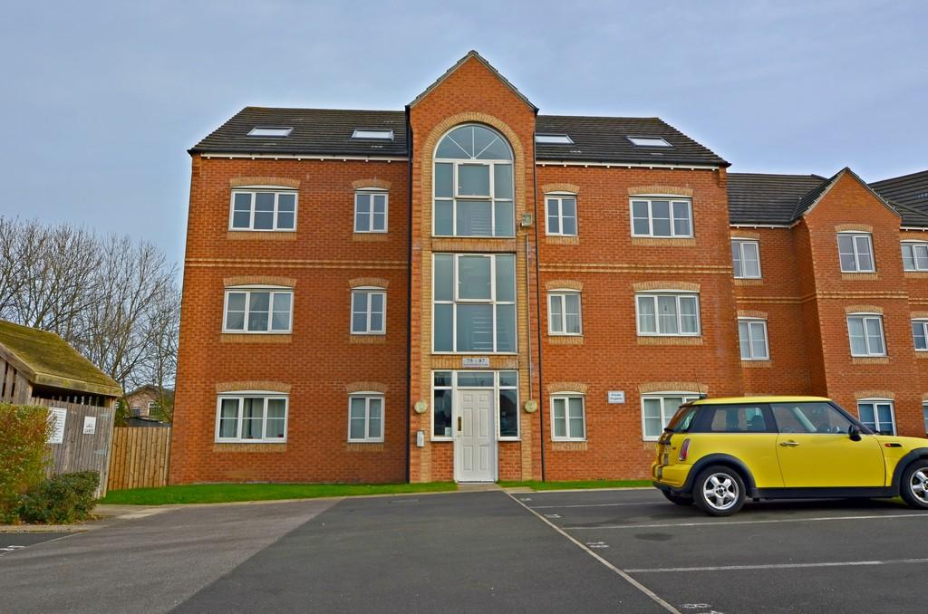 2 Bedrooms Apartment Flat for sale in Hainsworth Park, St Marys Gardens