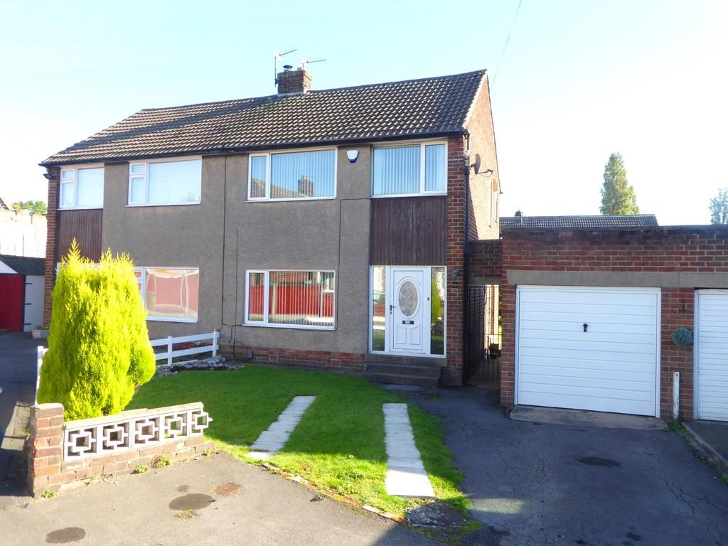 3 Bedrooms Semi Detached House for sale in Daleside Close, Pudsey