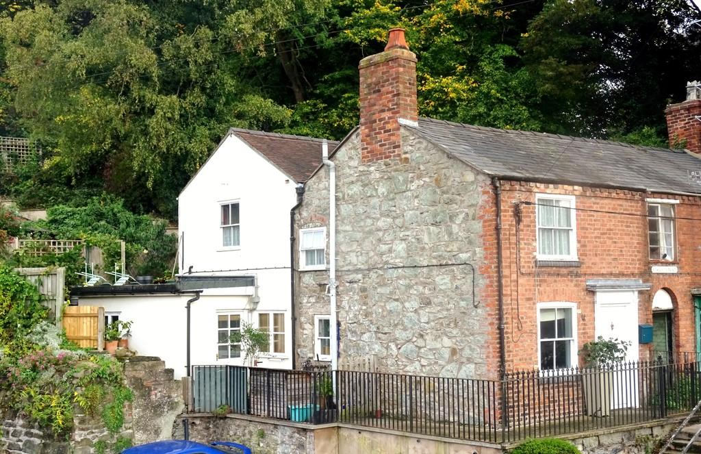 2 Bedrooms Terraced House for sale in St Marys Place, Union Street, Welshpool