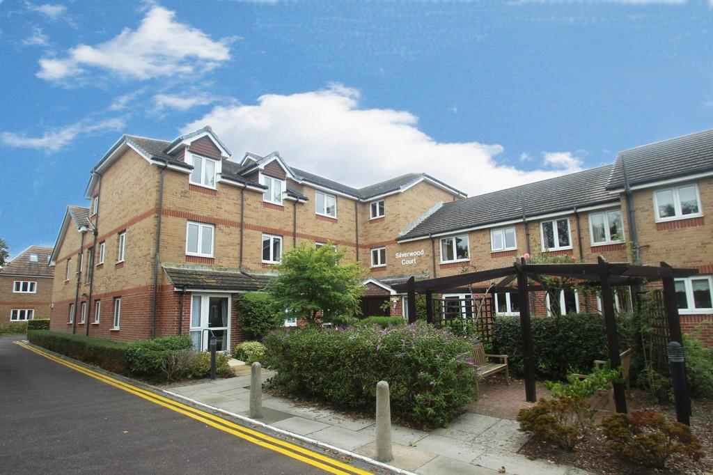 2 Bedrooms Flat for sale in Wakehurst Place, Rustington
