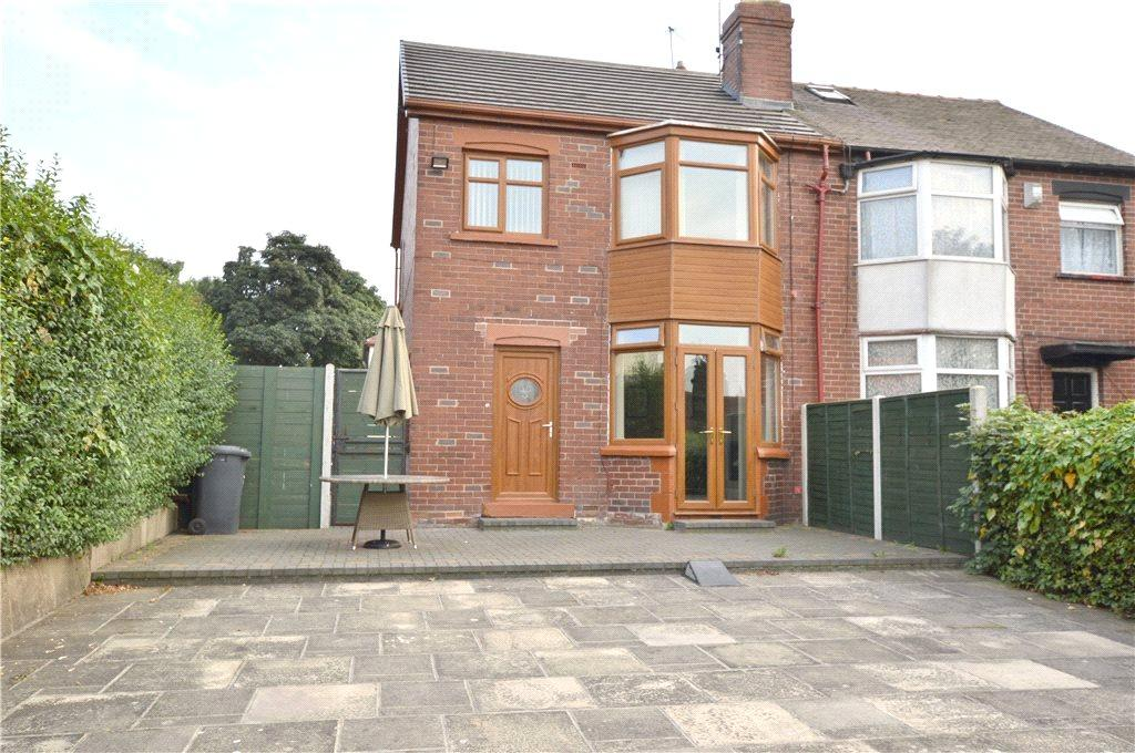 3 Bedrooms Semi Detached House for sale in Harehills Park Road, Leeds