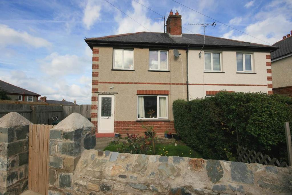 2 Bedrooms Semi Detached House for sale in 1 Groesffordd, Dwygyfylchi, LL34 6RL