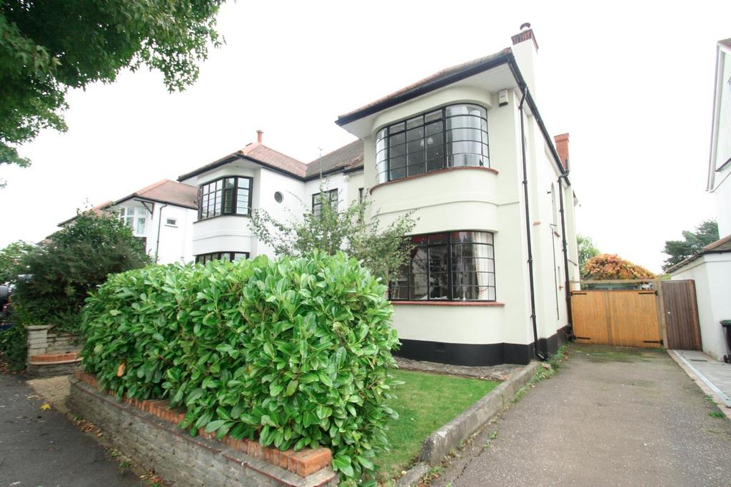 3 Bedrooms Semi Detached House for sale in Quorn Gardens, Leigh-On-Sea