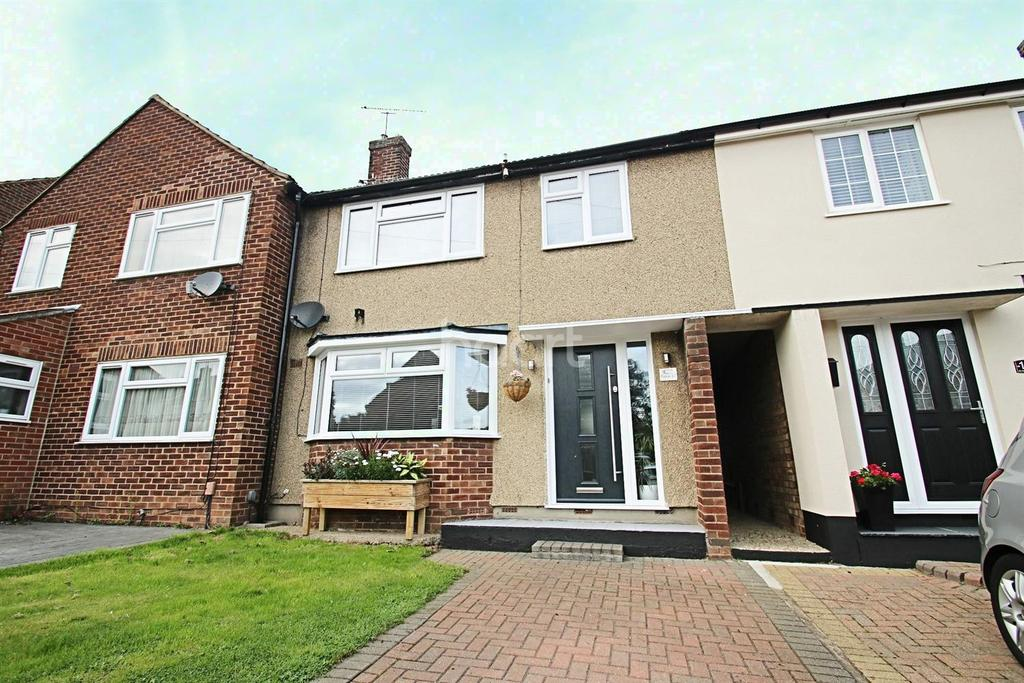 3 Bedrooms Terraced House for sale in St Anthonys Drive, Chelmsford