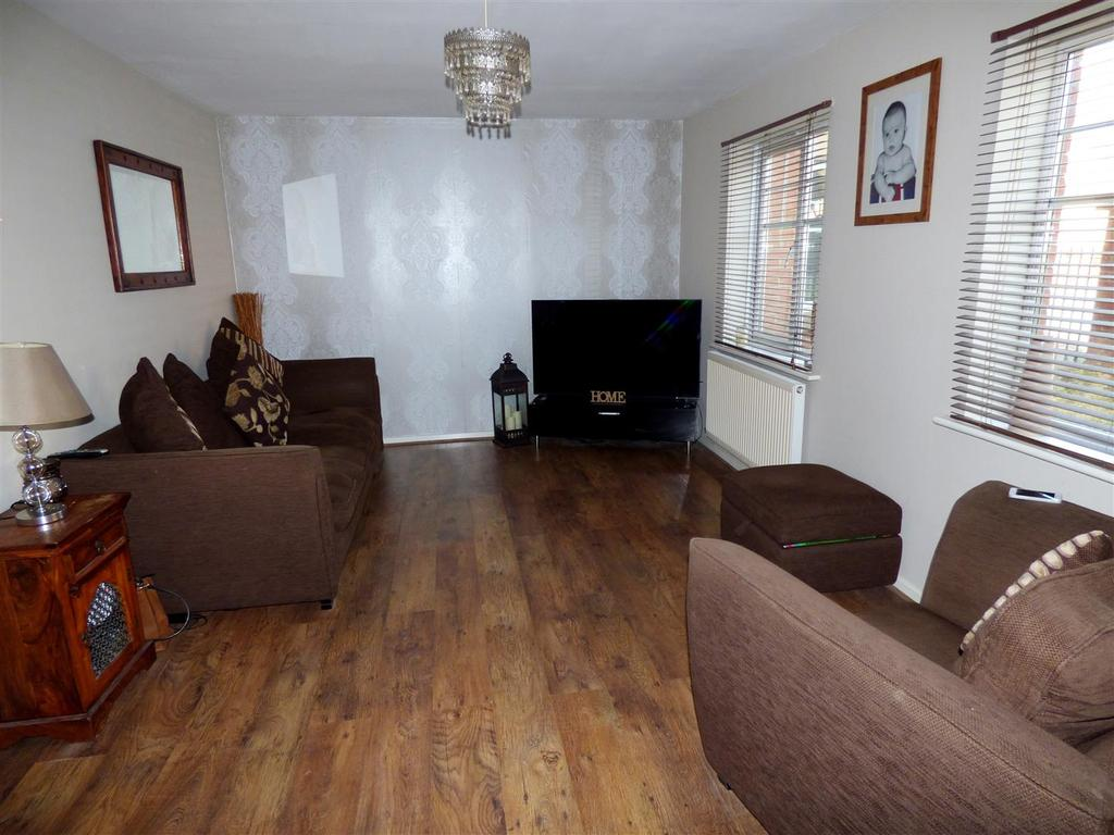 2 Bedrooms Apartment Flat for sale in Ellesmere Close, Houghton Le Spring