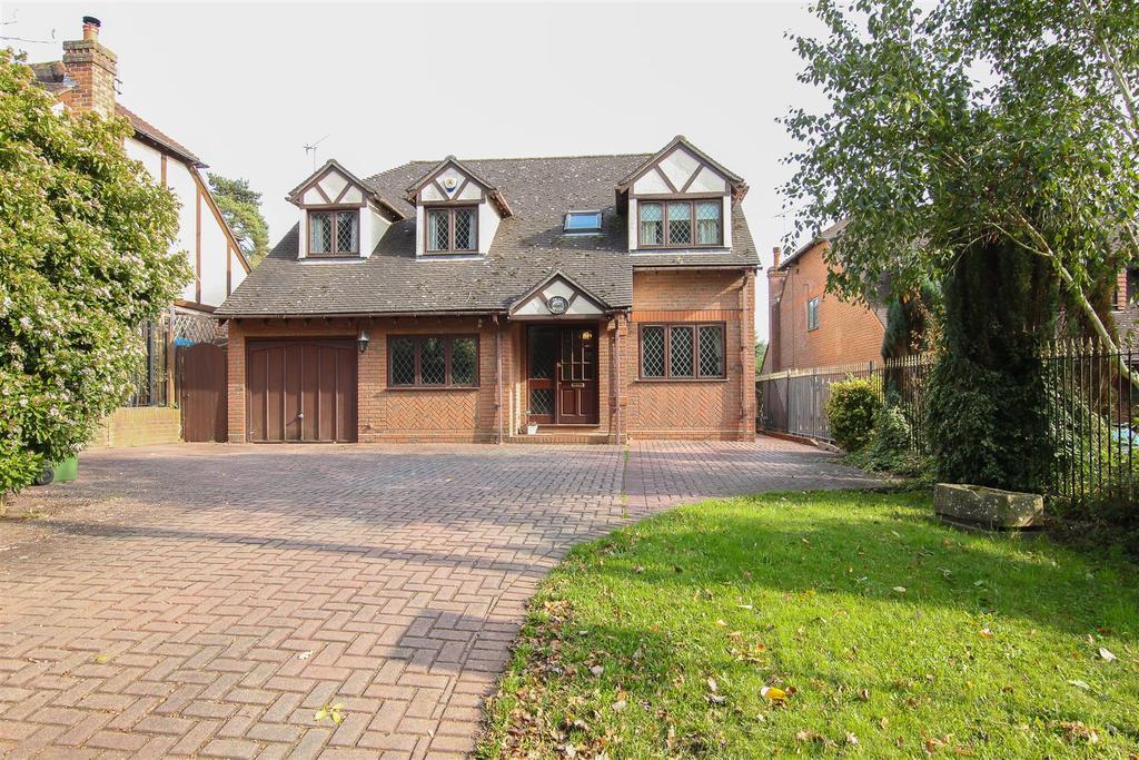 4 Bedrooms Detached House for sale in Doddinghurst, Doddinghurst Road, Brentwood
