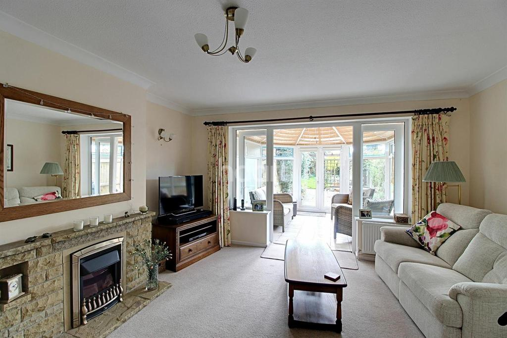 3 Bedrooms Semi Detached House for sale in Meadow Gardens, Old Catton