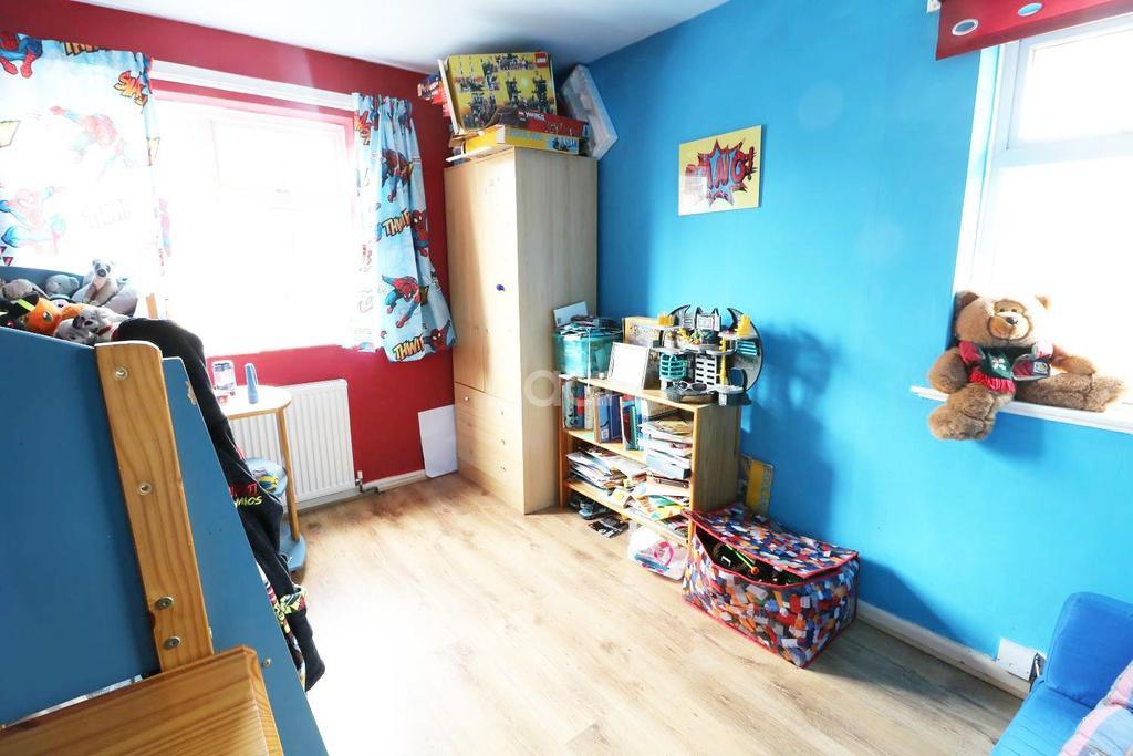 3 Bedrooms Semi Detached House for sale in Alvey road, Balderton