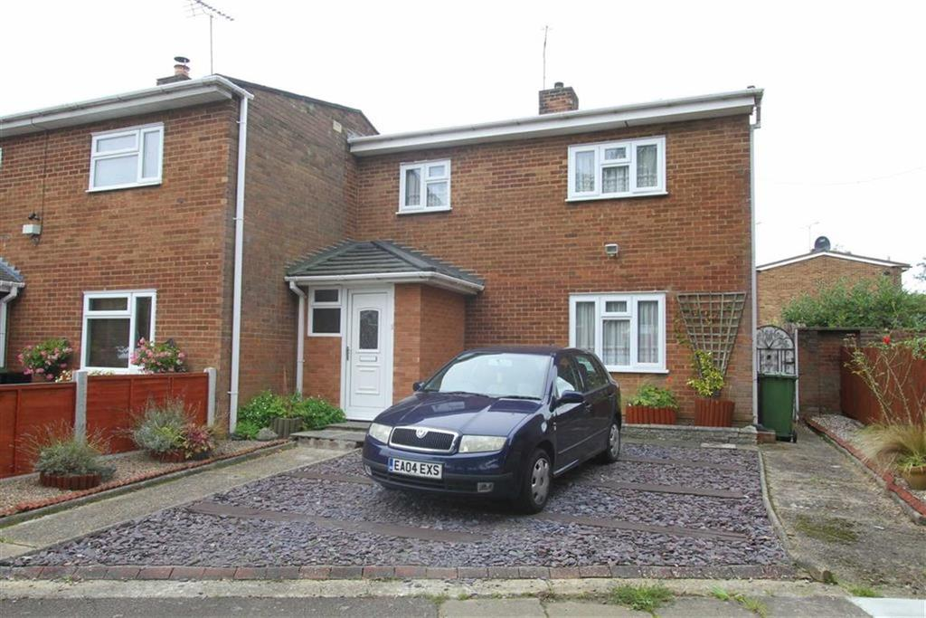 3 Bedrooms Semi Detached House for sale in Goldhanger Cross, Basildon