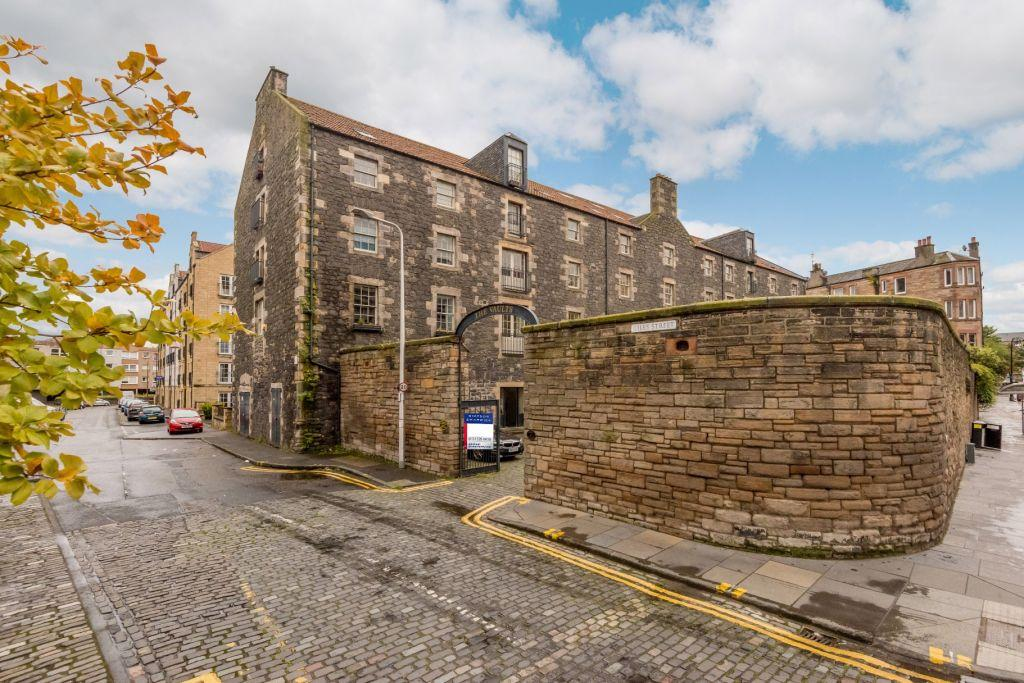 1 Bedroom Flat for sale in 2/6 Giles Street, Edinburgh, EH6 6DJ