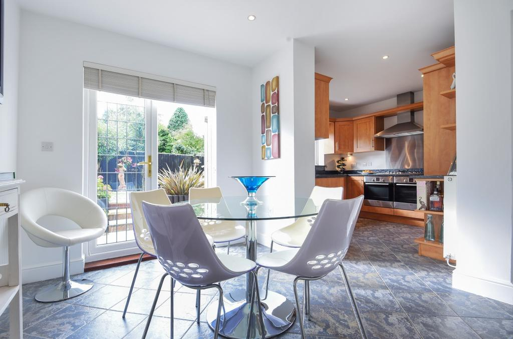 5 Bedrooms Detached House for sale in Wellhurst Close Orpington BR6
