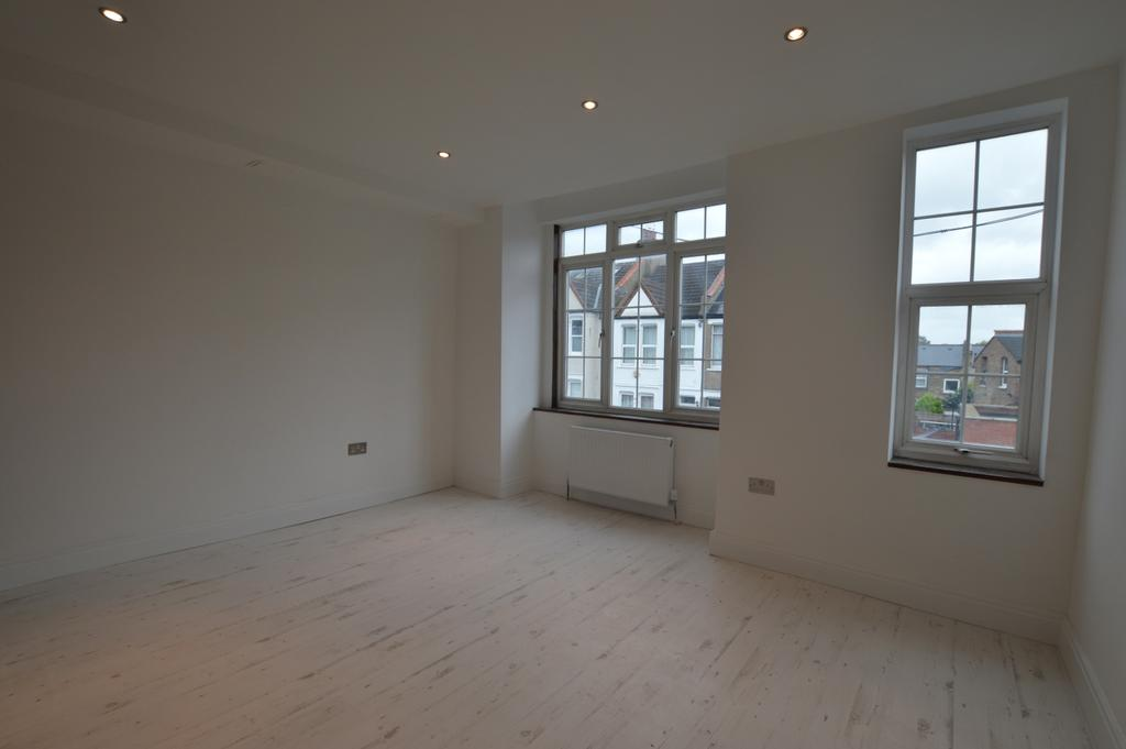 3 Bedrooms Flat for sale in Highclere Street Sydenham SE26