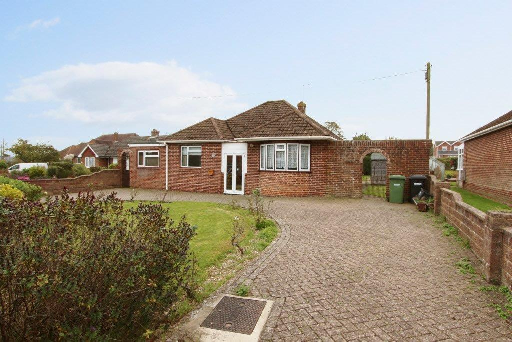 2 Bedrooms Detached Bungalow for sale in Granada Road, Hedge End SO30