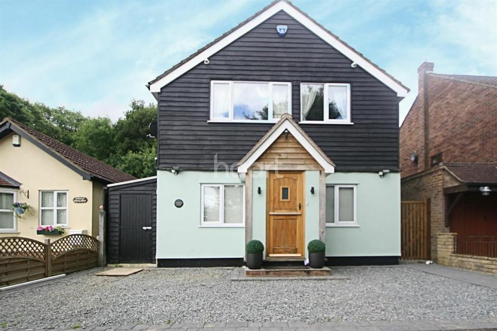 3 Bedrooms Detached House for sale in Epping